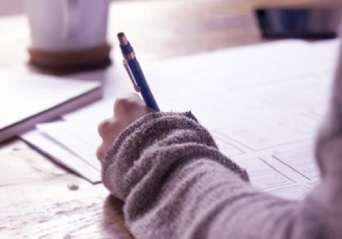 pisanie dlugopisem po ogloszeniach