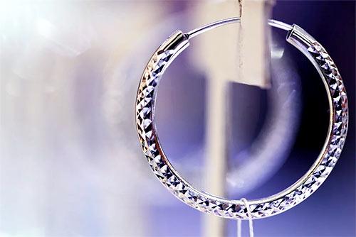 okrągły kolczyk